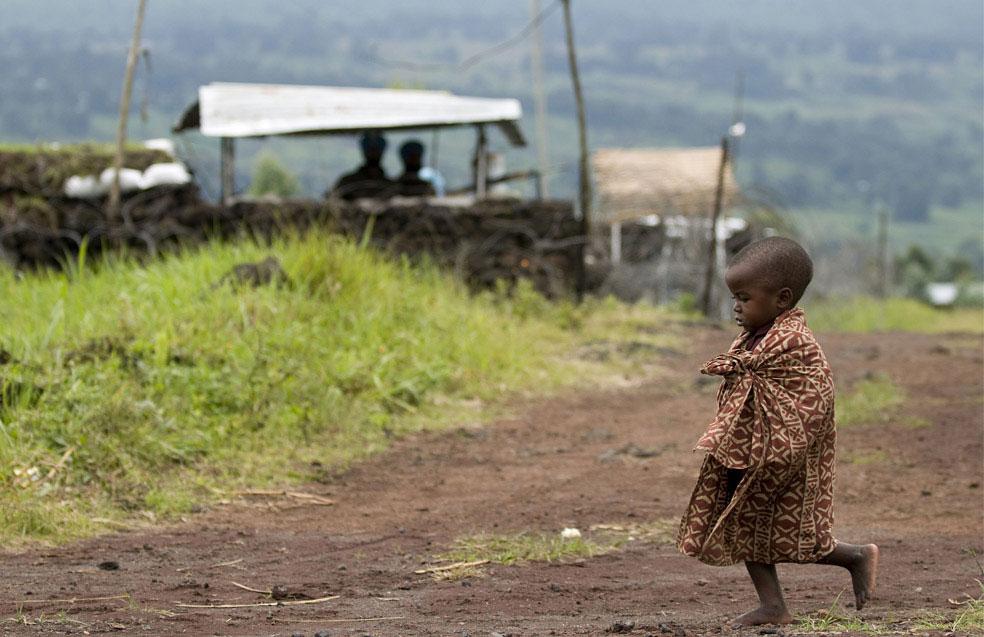 Ребенок в лагере для беженцев под Кибумбе, Конго, фото