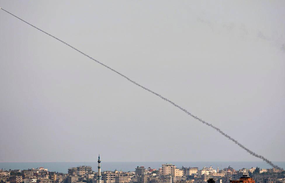 из сектора Газа на Израиль была выпущена ракета, фото