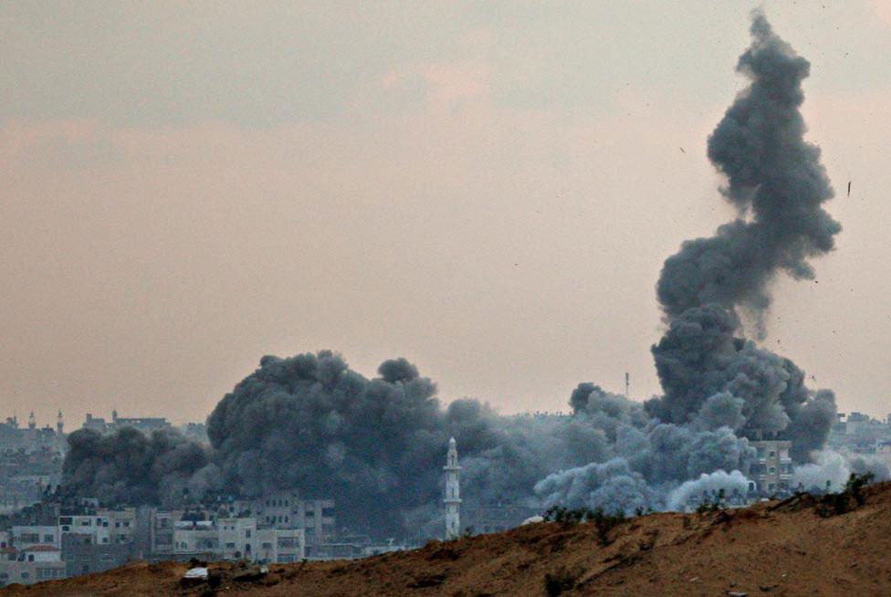 Дым поднимается выше Газа, фото