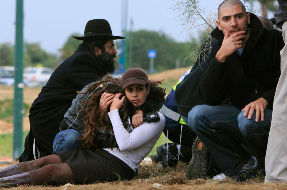 Израильтяне укрылись в ожидании удара с воздуха, фото