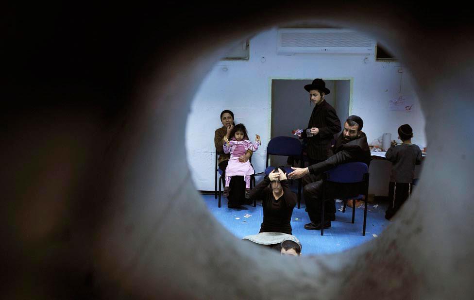 Израильтяне в бомбоубежище, фото