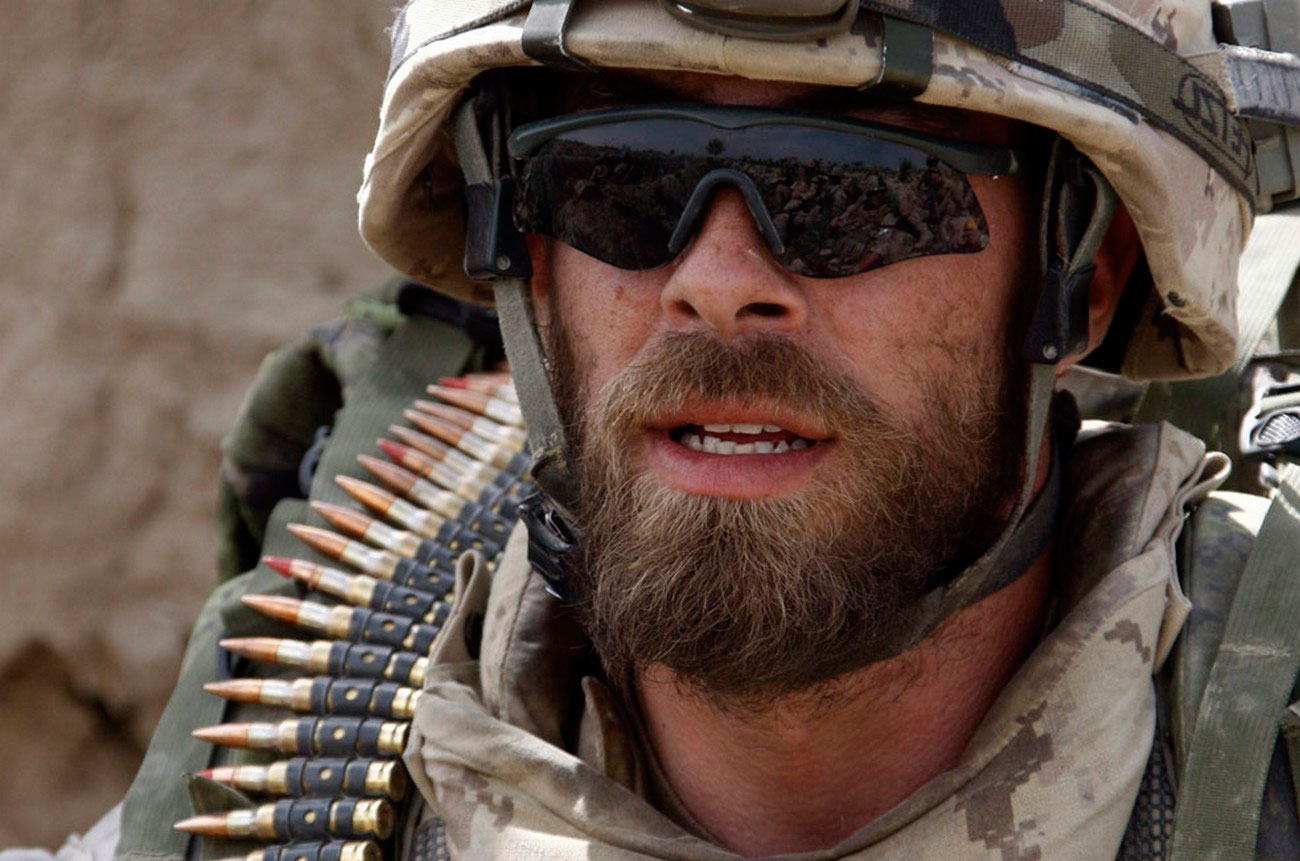 солдат отдыхает от войны в Афганистане, фото