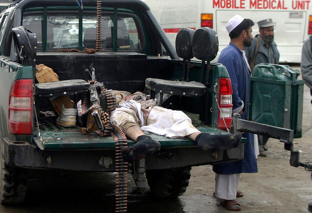 тело повстанца, фото афганской войны