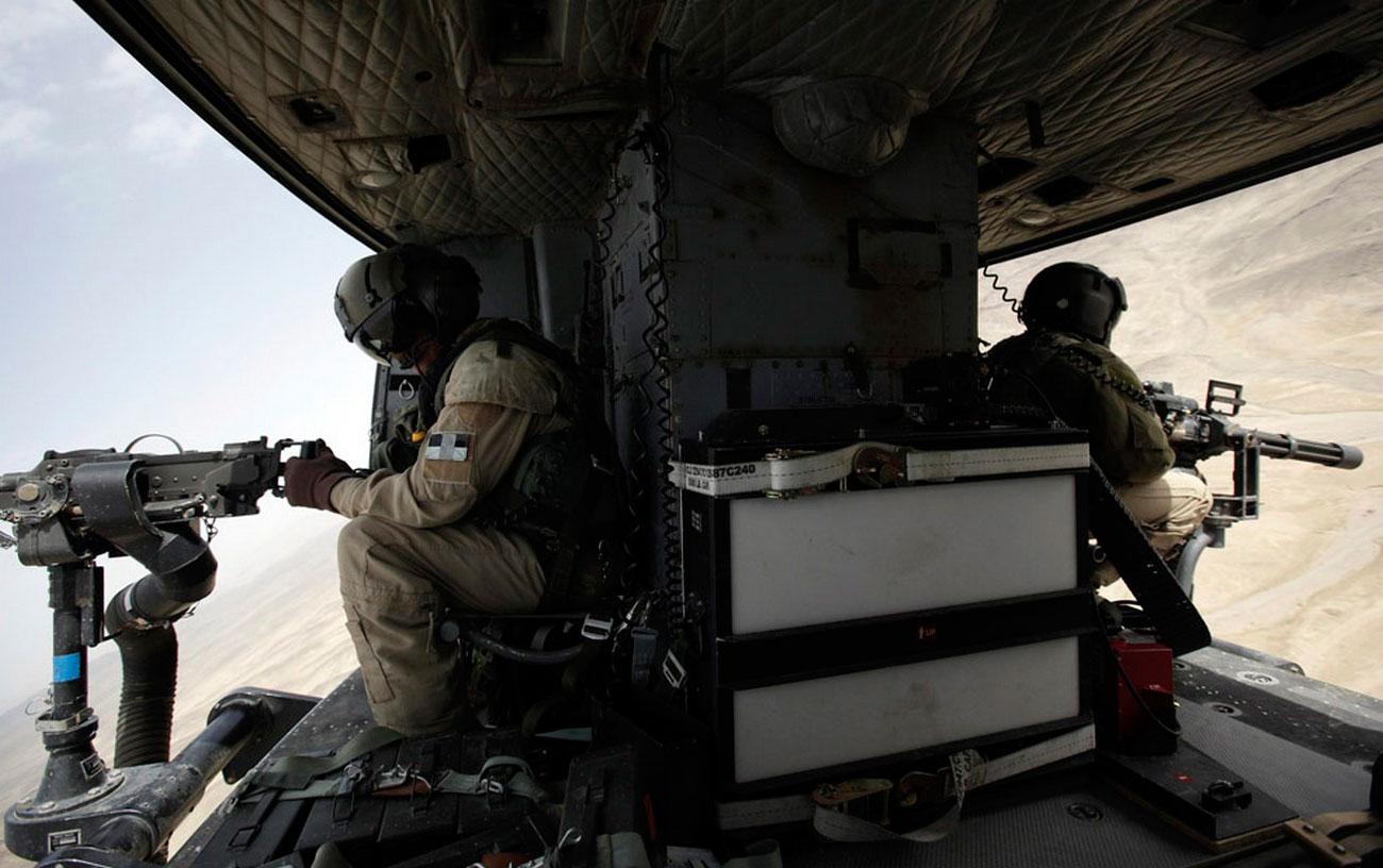 Канадский военный вертолет CH-146 над Афганистаном, фото войны
