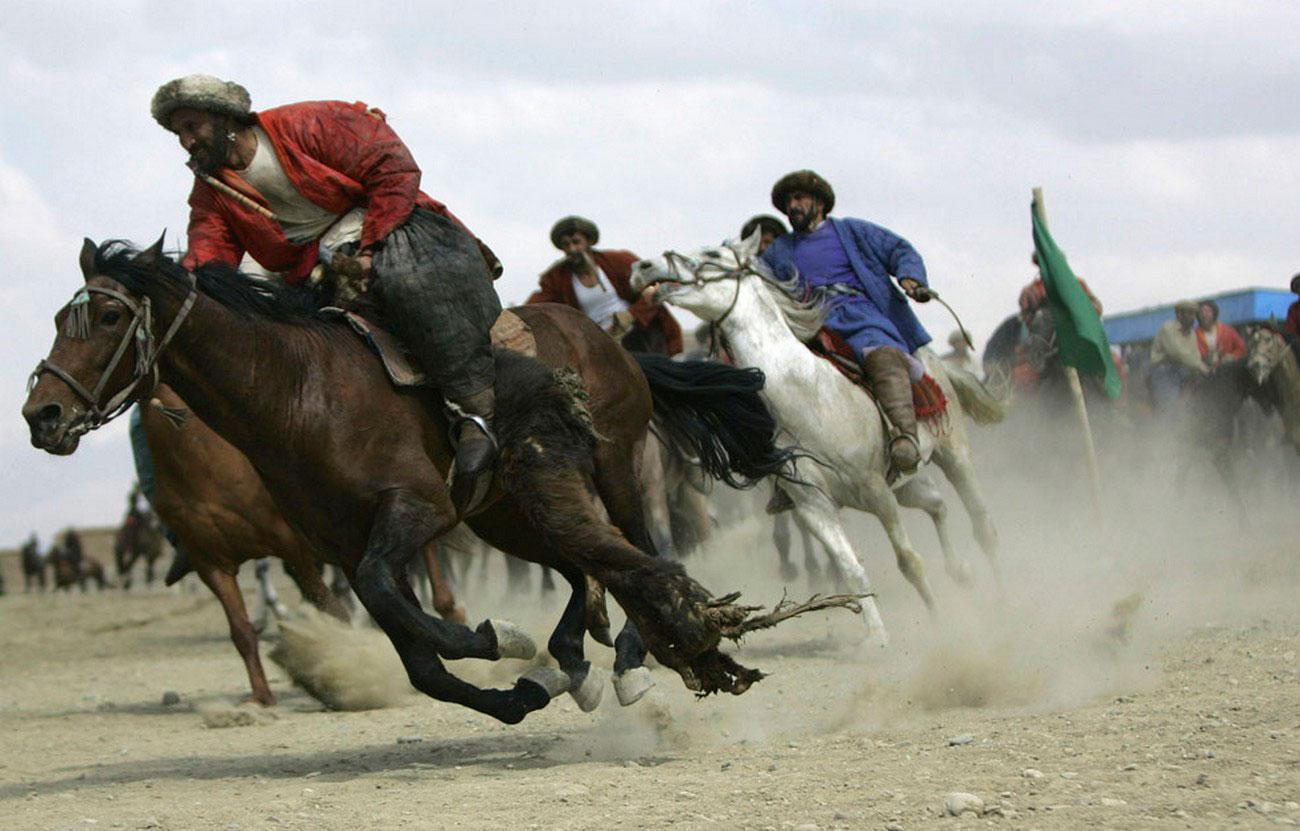 национальный вид спорта Афганистана, фото Бузкаши