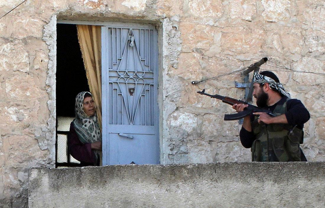Солдат сирийской армии во время патрулирования, фото, Сирия