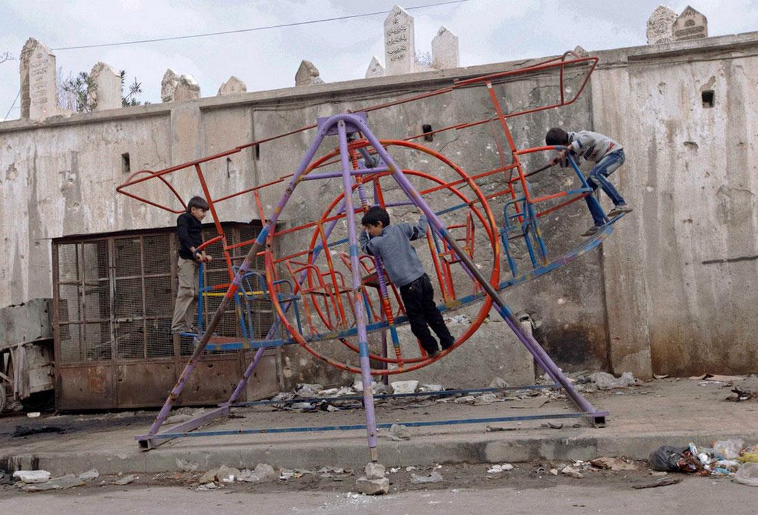 дети на качелях, фото, Сирия