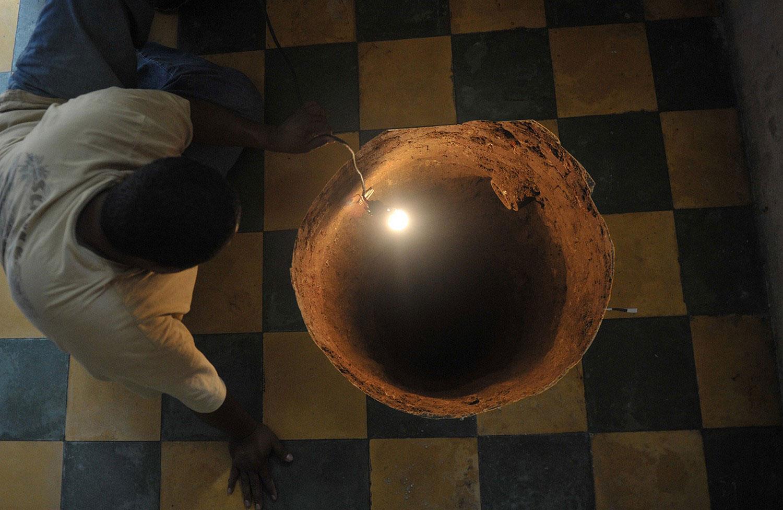 дыра в полу дома