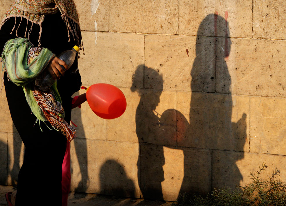 ребенок с шаром в праздник рамадан, фото