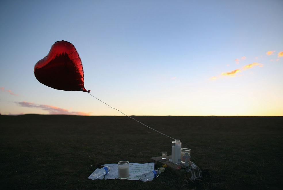 воздушный шар у памятника, фото