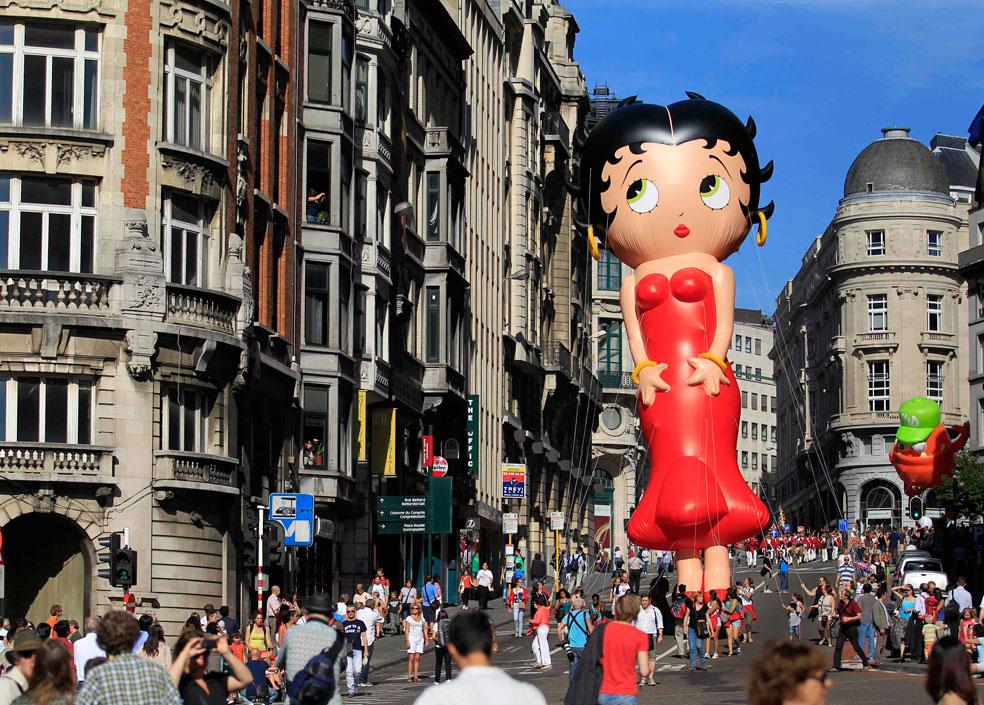 воздушный шар в центре Брюсселя, фото