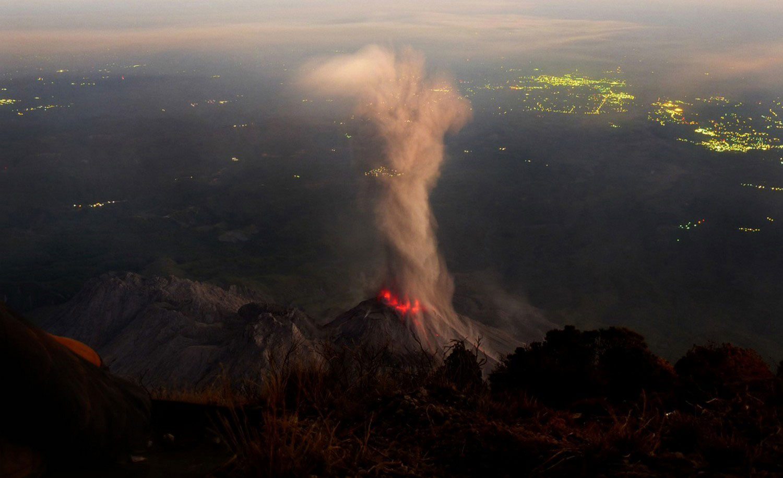 действующий вулкан Санта-Мария, фото