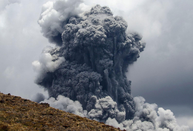 облако пепла Вулкана Тонгариро, фото