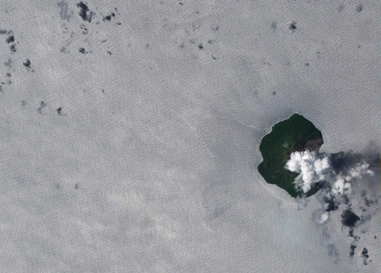 Стратовулкан Тинакула в Австралии, фото