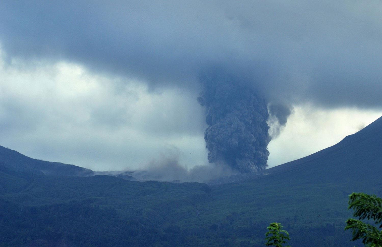 индонезийский вулкан Локон, фото