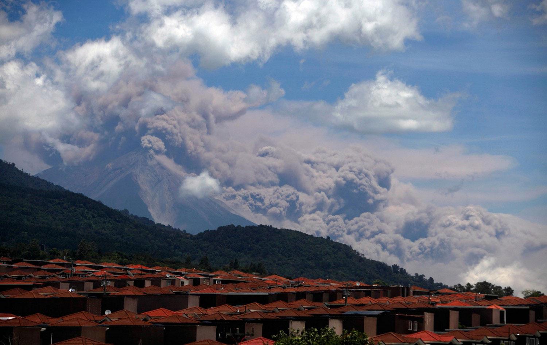 лава и пепел на Гватемале, фото