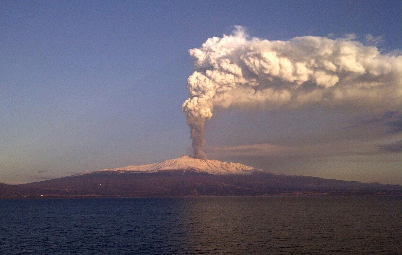 вулканический пепел на Сицилии, фото