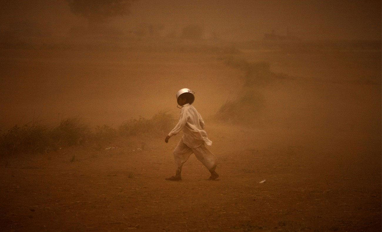 во время песчаной бури в Пакистане