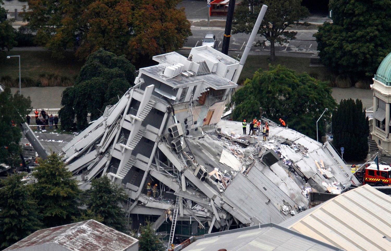разрушенное землетрясением здание, фото