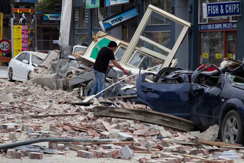 повреждения на одной из улиц Крайстчерча, фото Новой Зеландии