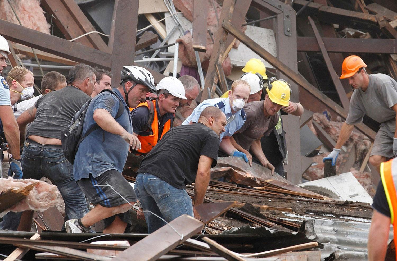 Спасатели разгребают завалы, фото Новой Зеландии