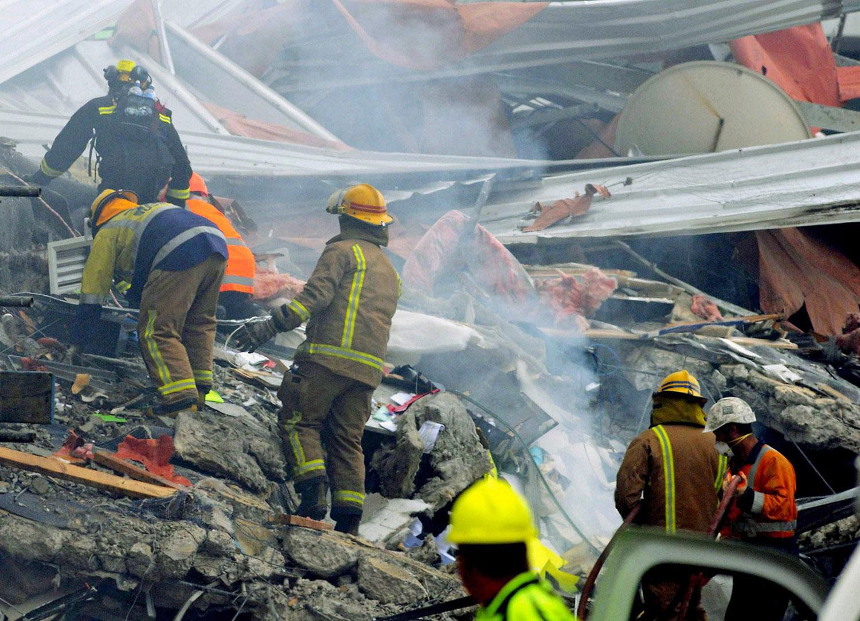 в поисках пострадавших, фото Новой Зеландии