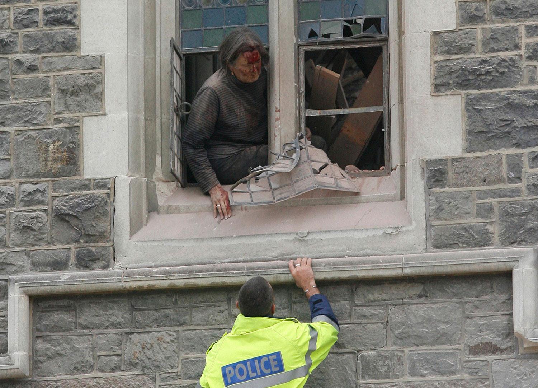 женщина в ловушке обрушившегося Собора, фото Новой Зеландии