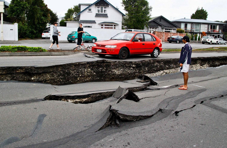 огромные трещины от землетрясения, фото Новой Зеландии