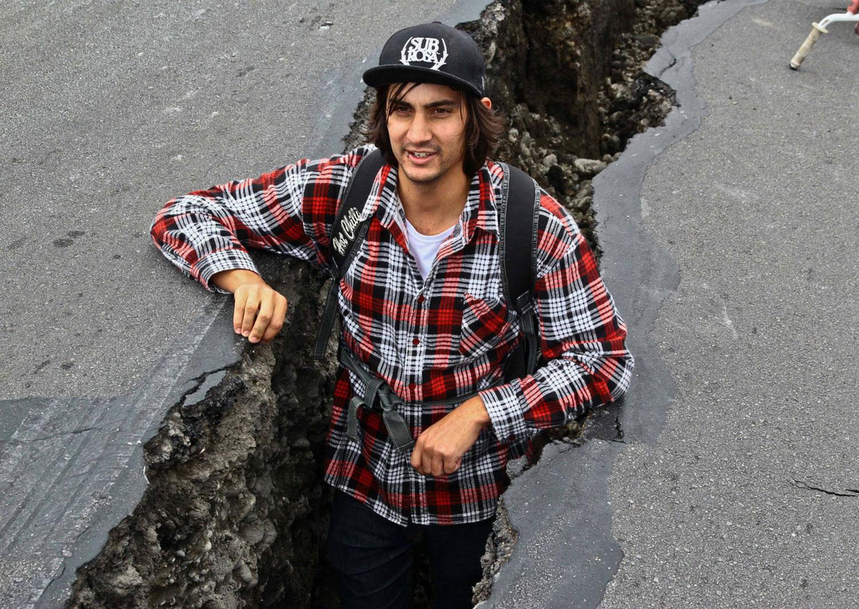 трещина в земле после землетрясения, фото