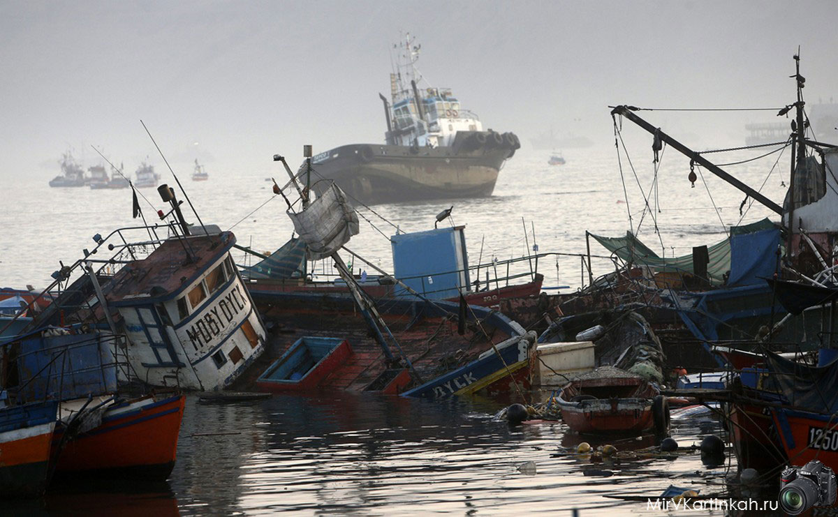 рыбацкие лодки разбиты