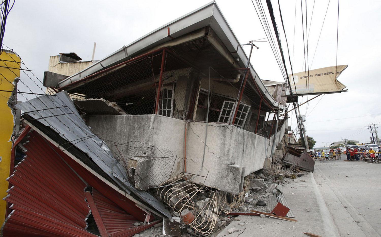 Пострадавшее от землетрясения здание