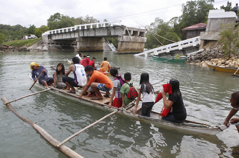 филиппинцы на лодке