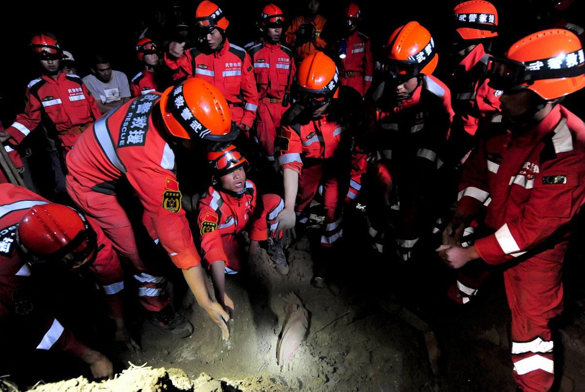 жертвы землетрясения в Китае