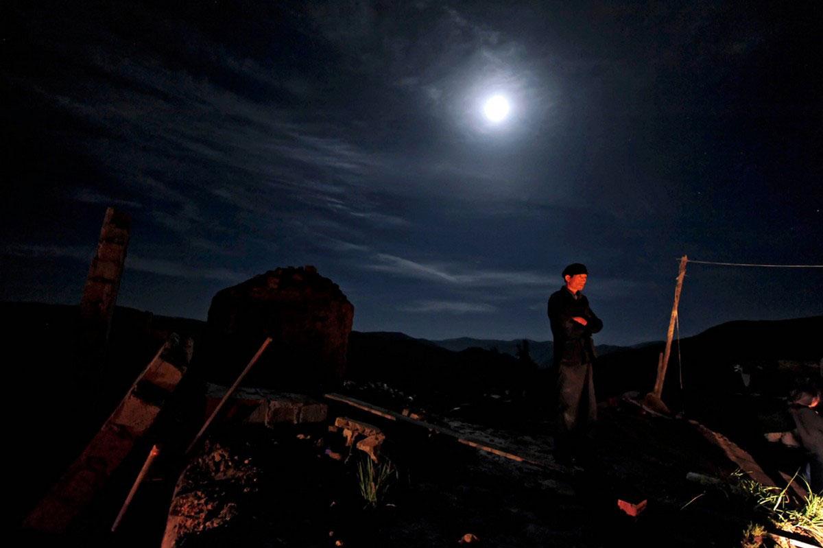 ночь на руинах поселка