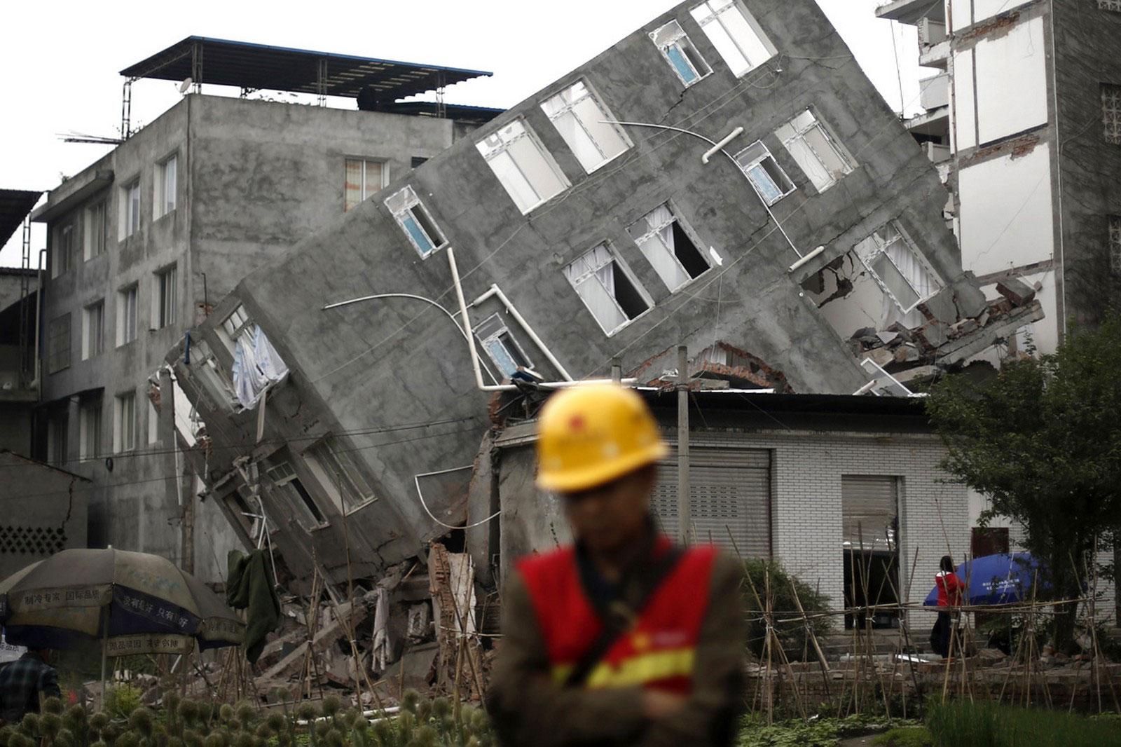 разрушеные жилые строения в Китае