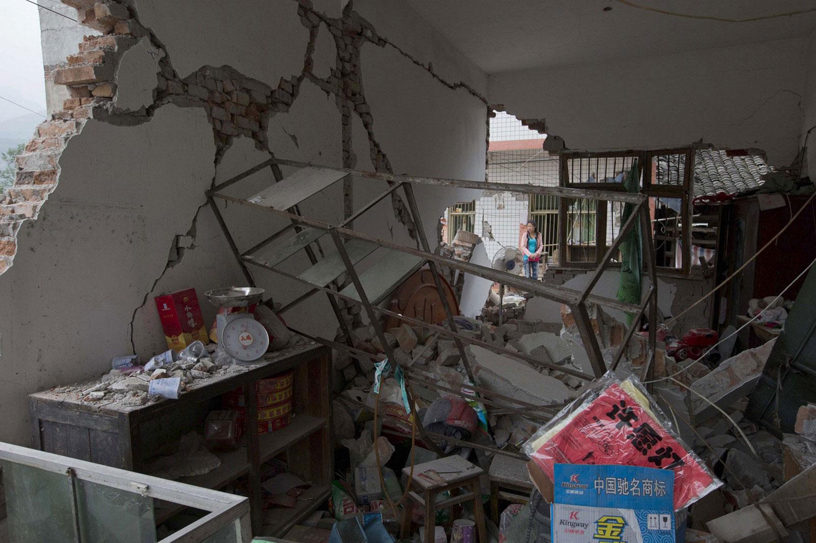 Разрушенный местный магазинчик
