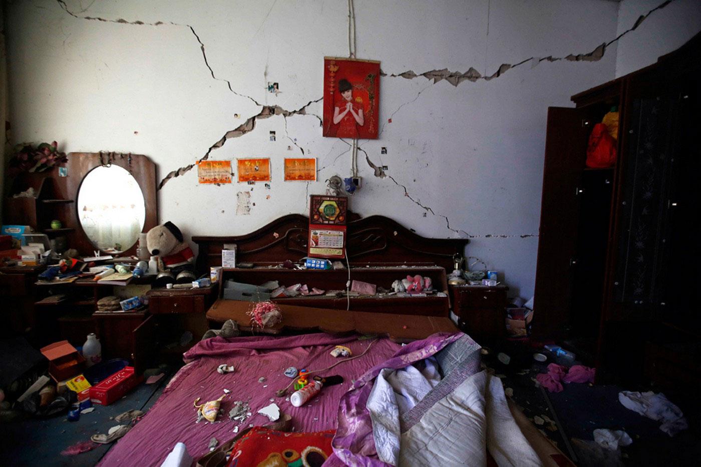 Спальня после землетрясения