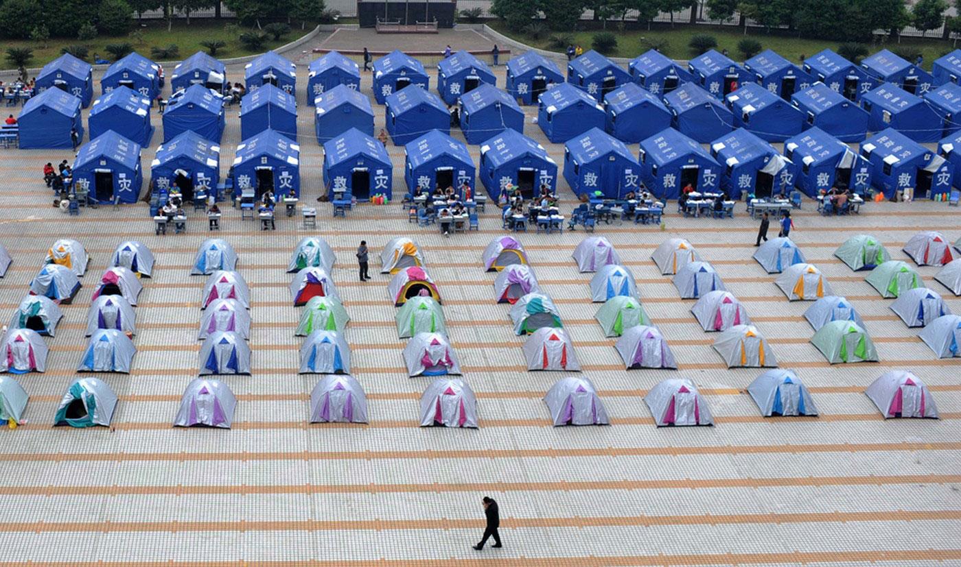 Палатки на детской площадке