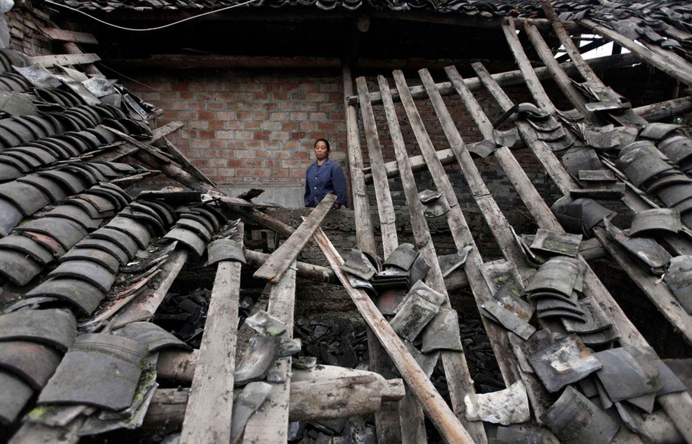 Женщина на руинах
