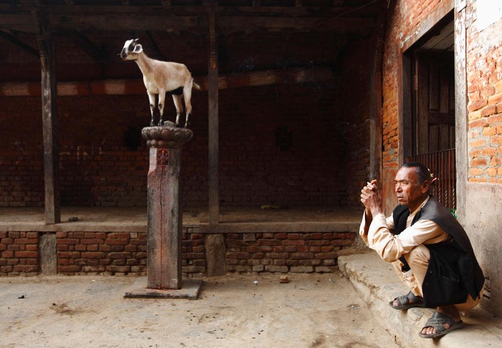 мужчина в храме, фото