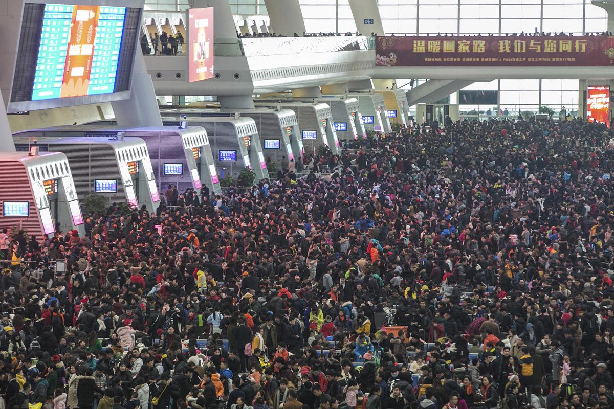 люди на станции