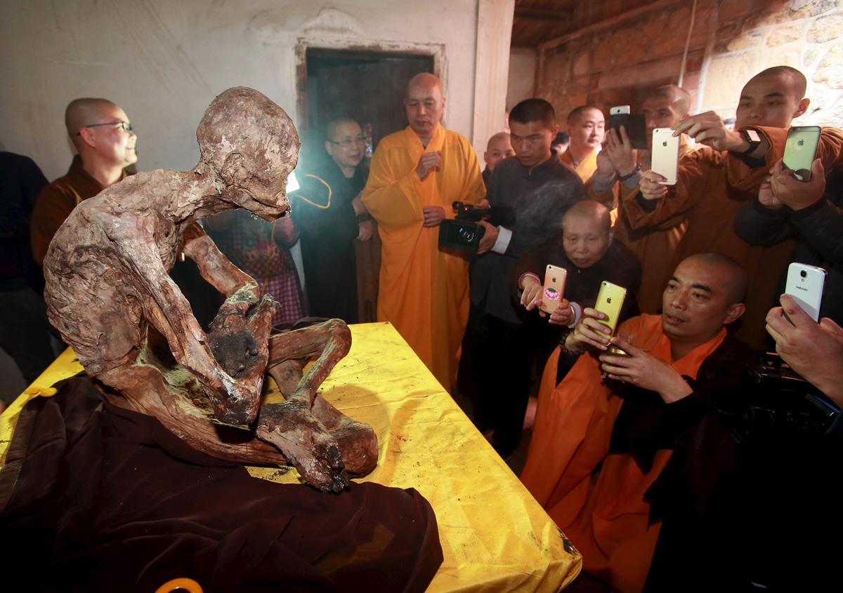 мумия монаха