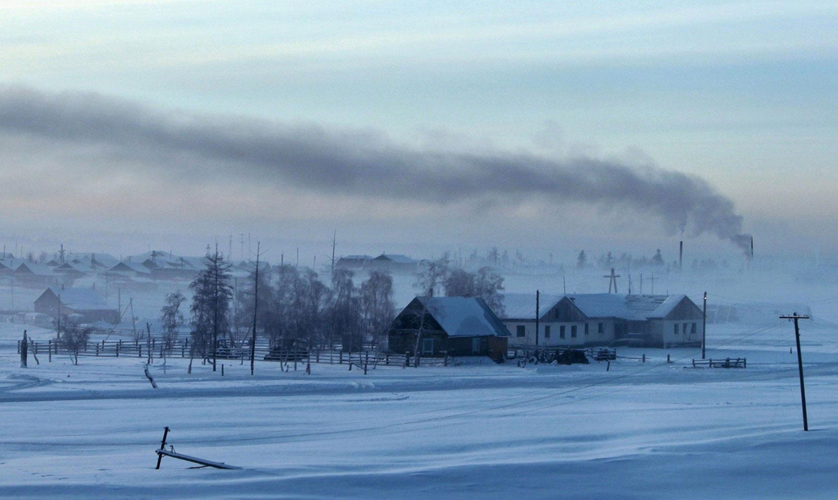 Дым стелется над домами