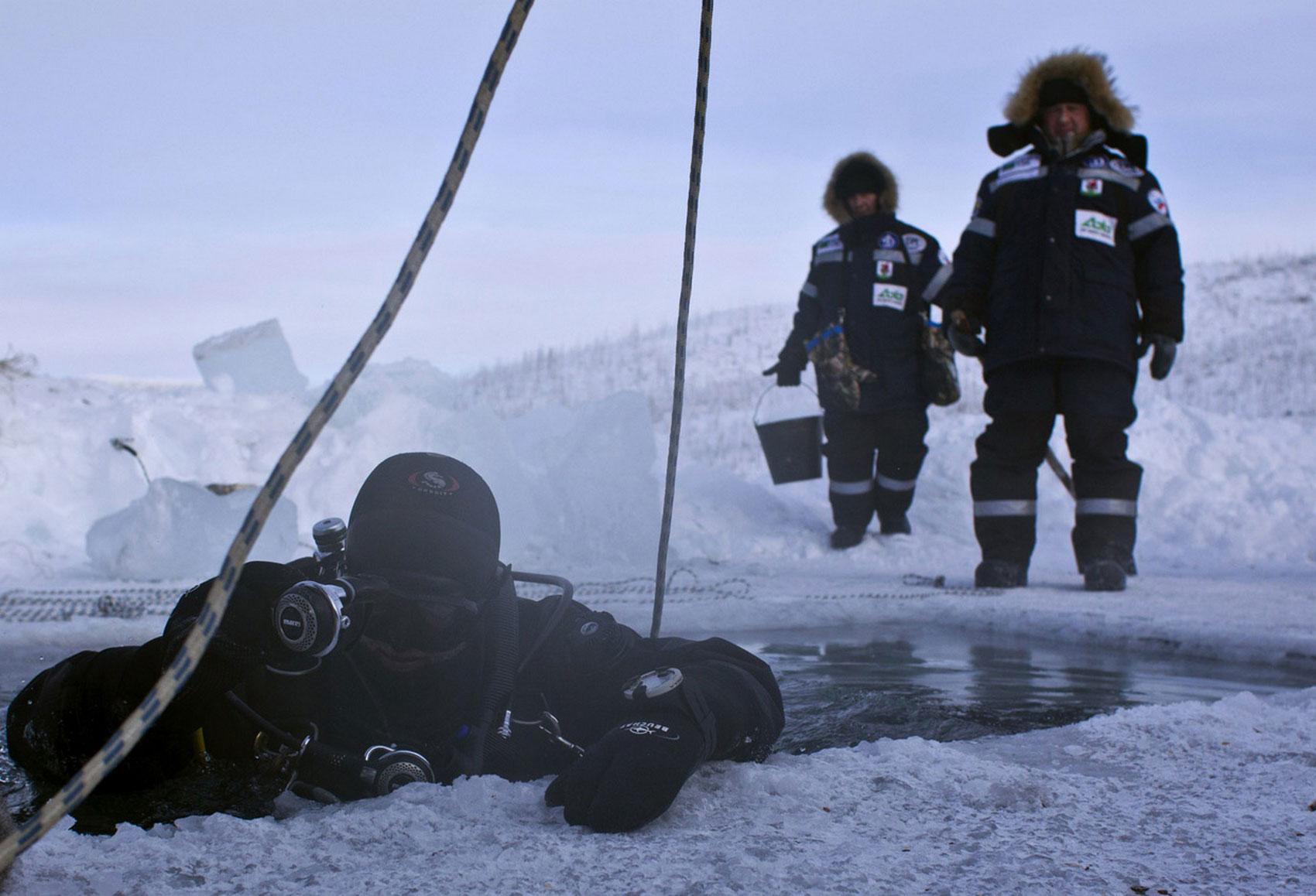аквалангист зимой