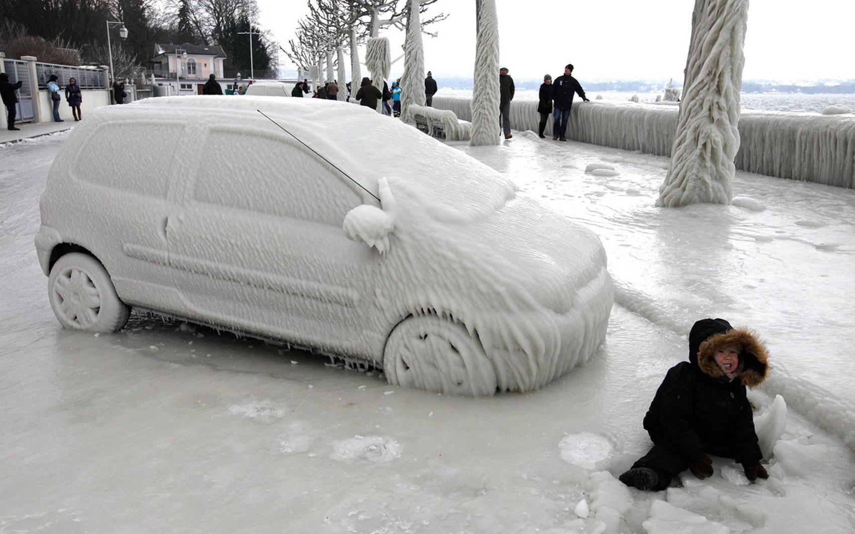 автомобиль во льду