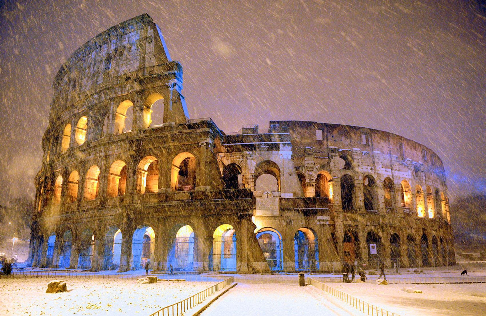 Древний Колизей зимой